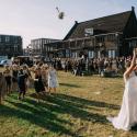 Lichtfabriek Buitenterrein Huwelijk Bruid Gooit Boeket